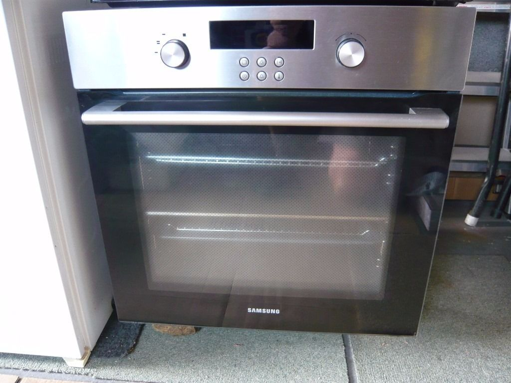 SAMSUNG built in Fan Oven BT621VDST