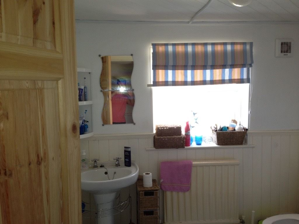 Spacious double room in shared house - kingswood