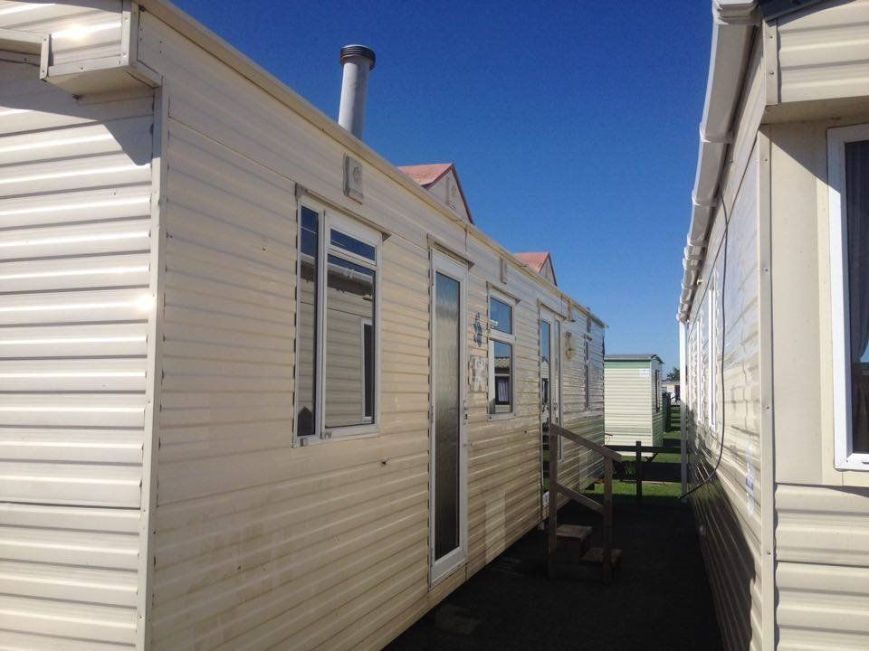 STATIC CARAVAN FOR SALE UNIQUE LAYOUT CENTRE LOUNGE, NO 2016 FEES TO PAY, AND A CHOICE OF PARKS