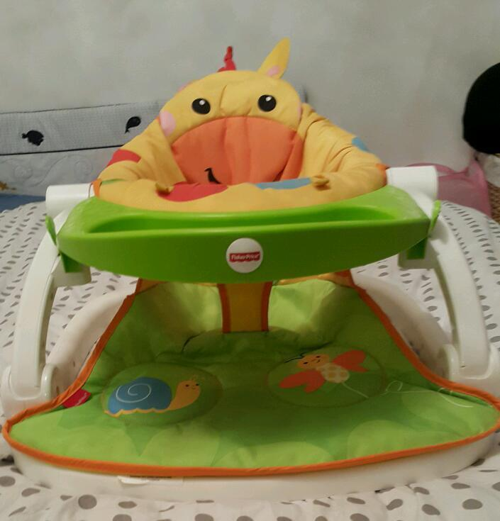 Giraffe Sit-Me-Up Feeding Booster Seat with tray