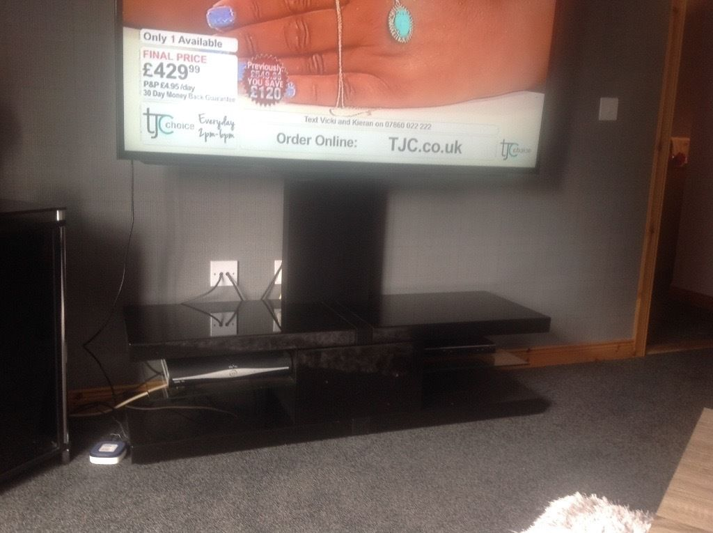 Tv stand high mounted
