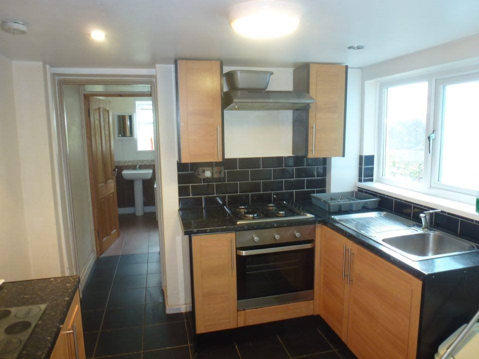 Double room available in lovely 3 bed student house