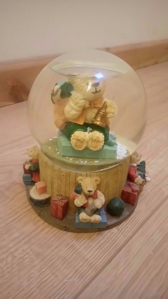The Leonardo Collection Bear snow globe / Christmas decoration - CAN BE DELIVERED