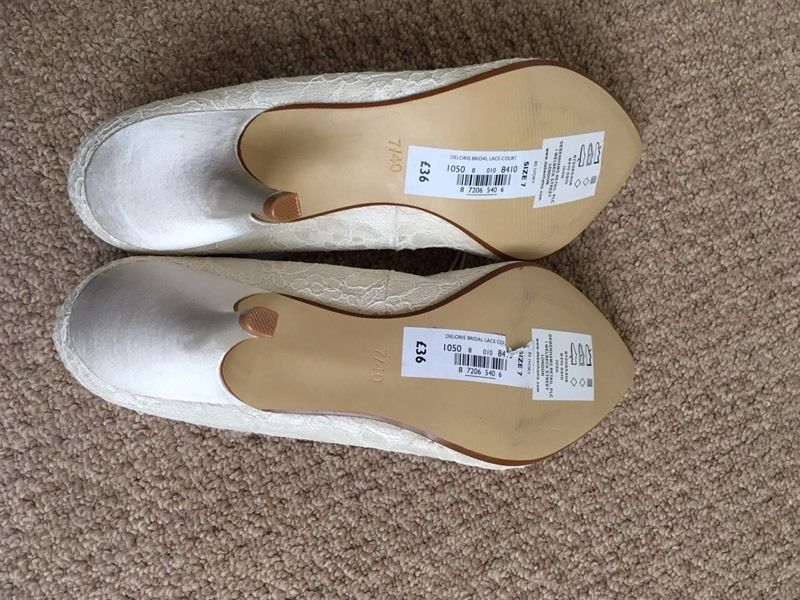 Ladies, size 7, cream lace wedding shoes. Brand new