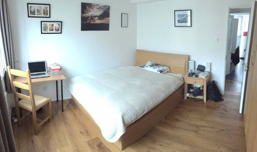 Beautiful double room in Paddington with balcony and large living room