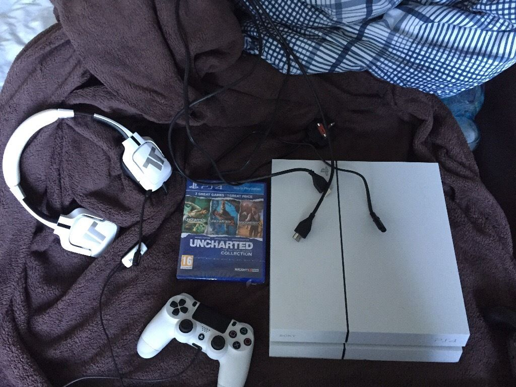 Ps4 Glacier white also have box
