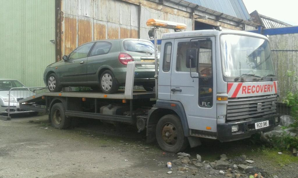 Volvo FLC 1998 7.5t recovery truck.