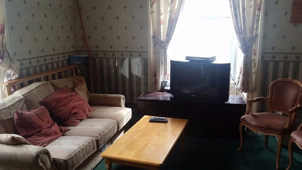 1 large double bedroom available for rent in a lovely flat in City Centre - immediately available