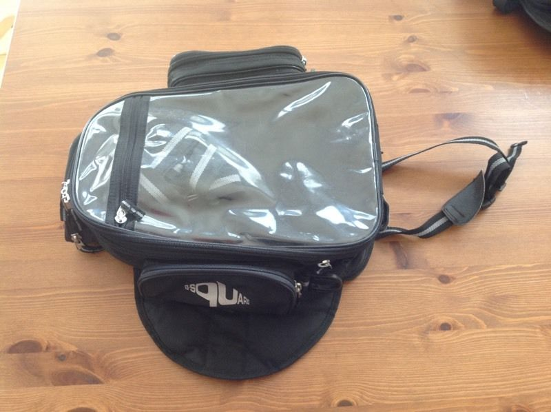 Motorcycle tank bag (magnetic)