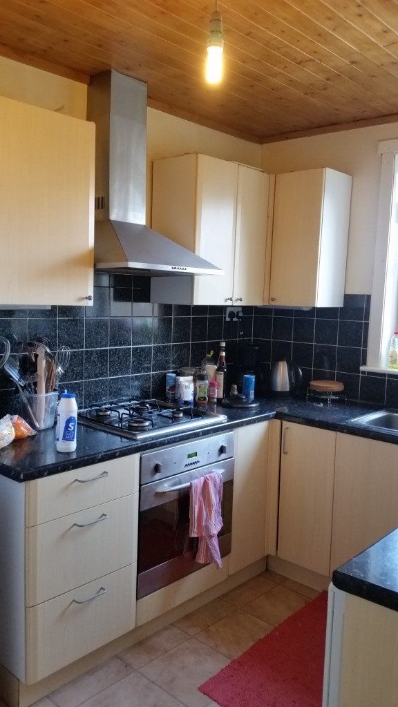 Large double bedroom - close to Napier Sighthill campus and Heriot Watt U, direct bus to city centre