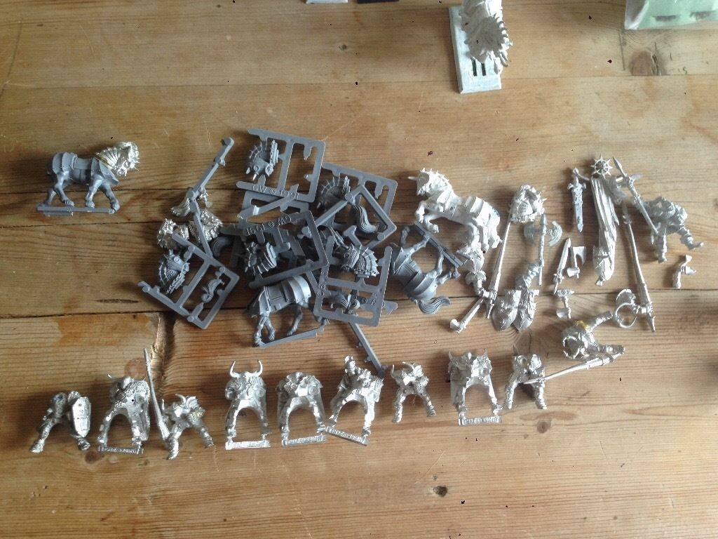 COLLECTION OF WARHAMMER CHAOS ARMY