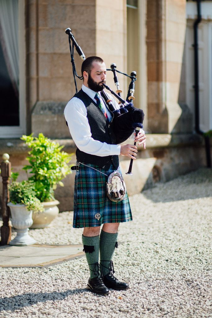 Wedding Piper for Hire