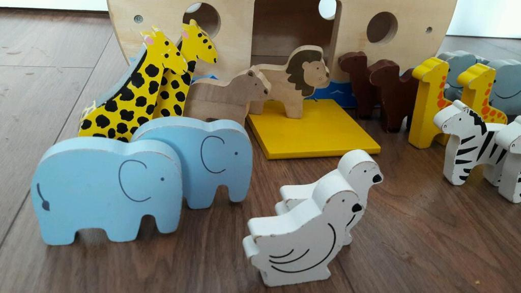 Wooden toy : Noah's ark with animals
