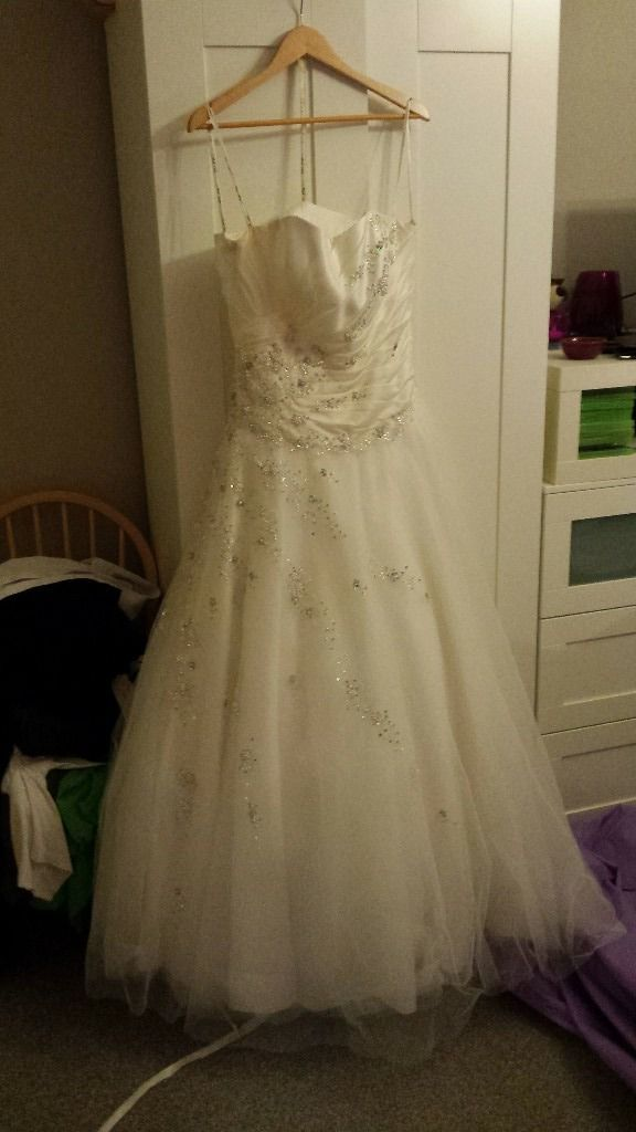 gorgeous ivory princess style wedding gown size 12-16