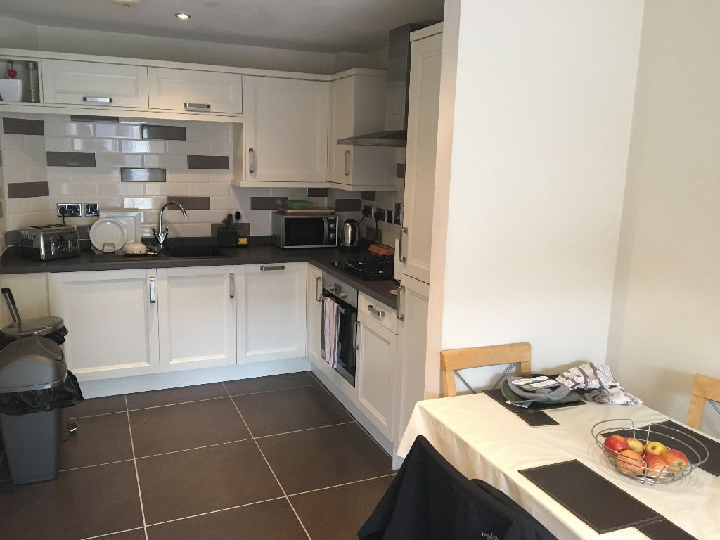 ROOM FOR RENT IN EXCELLENT APARTMENT OLD BAKERS COURT
