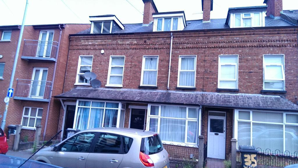 One room available in a 4 bedroom house close to City Hospital & QUB