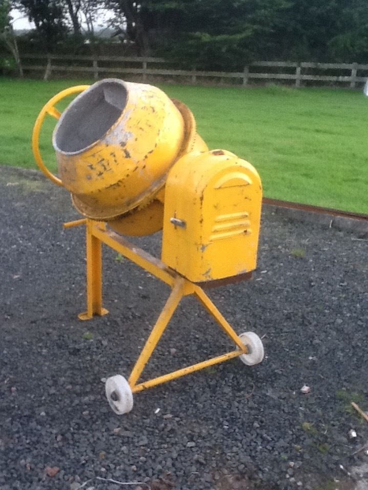 Electric Cement Mixer - 1/2 Bag, 240 volt in good condition.