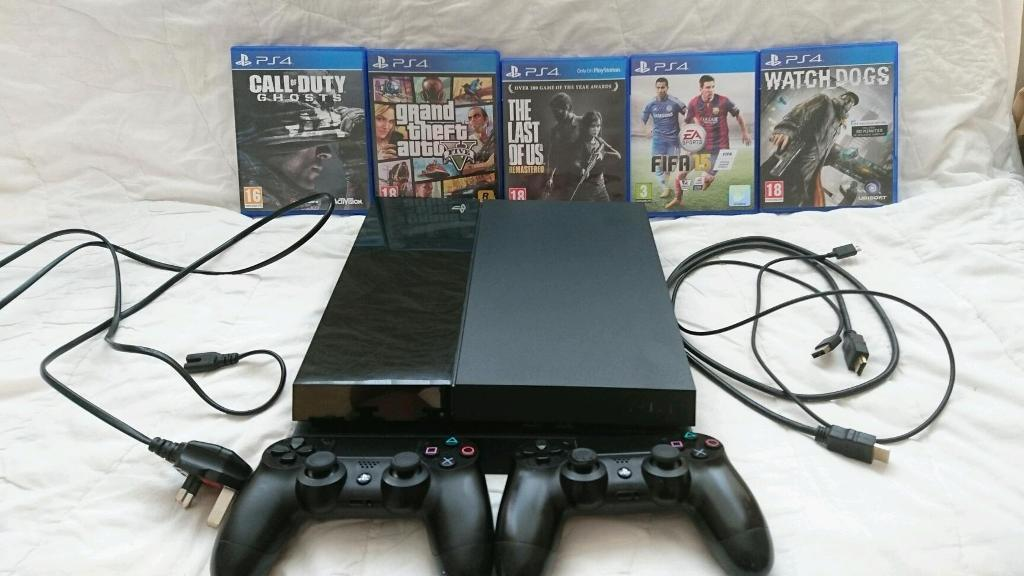 PS 4 500 GB - Immaculate Condition - 2 Controllers, 5 Games (GTA 5, Call of Duty Ghosts...)