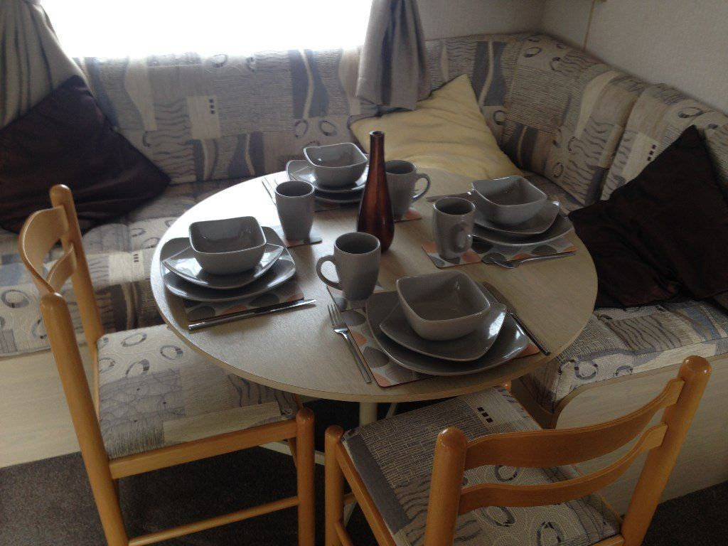 QUICK SALE NEEDED 2 BEDROOM CARAVAN FOR SALE IMMACULATE , FEES INCLUDED SOUTH ESSEX COAST