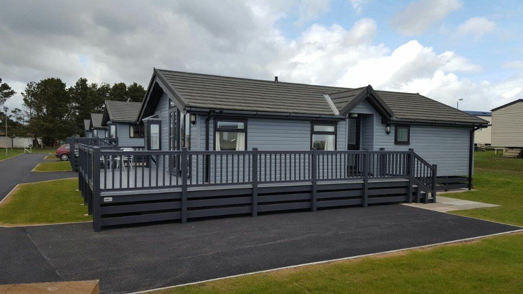 -GREAT INVESTMENT OPPORTUNITY- LUXURY LODGE 35x20 WITH GLASS DECKING AT SOUTHERNESS