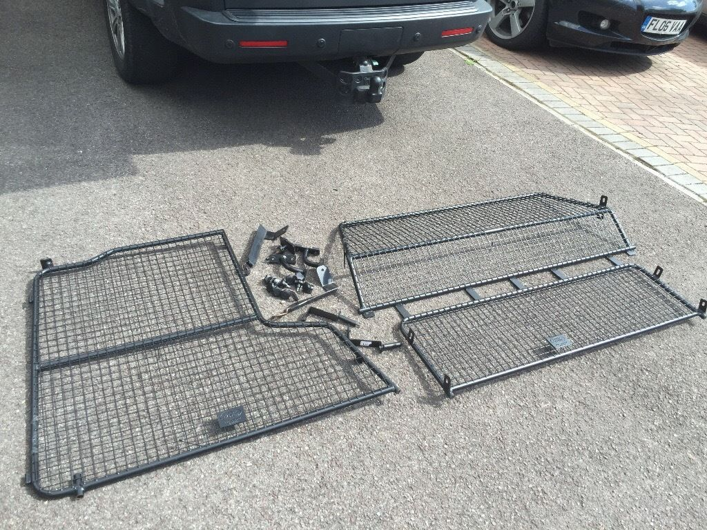 Genuine Landrover Discovery 3/4 Dog Guard