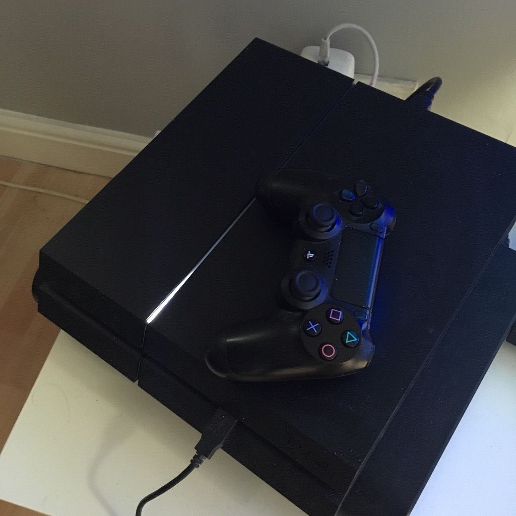 PlayStation 4 + UFC 2 + Fifa 16