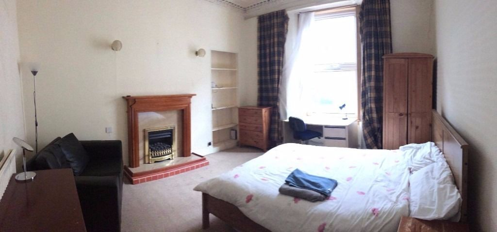 Large double room close to city centre *Festival Let*