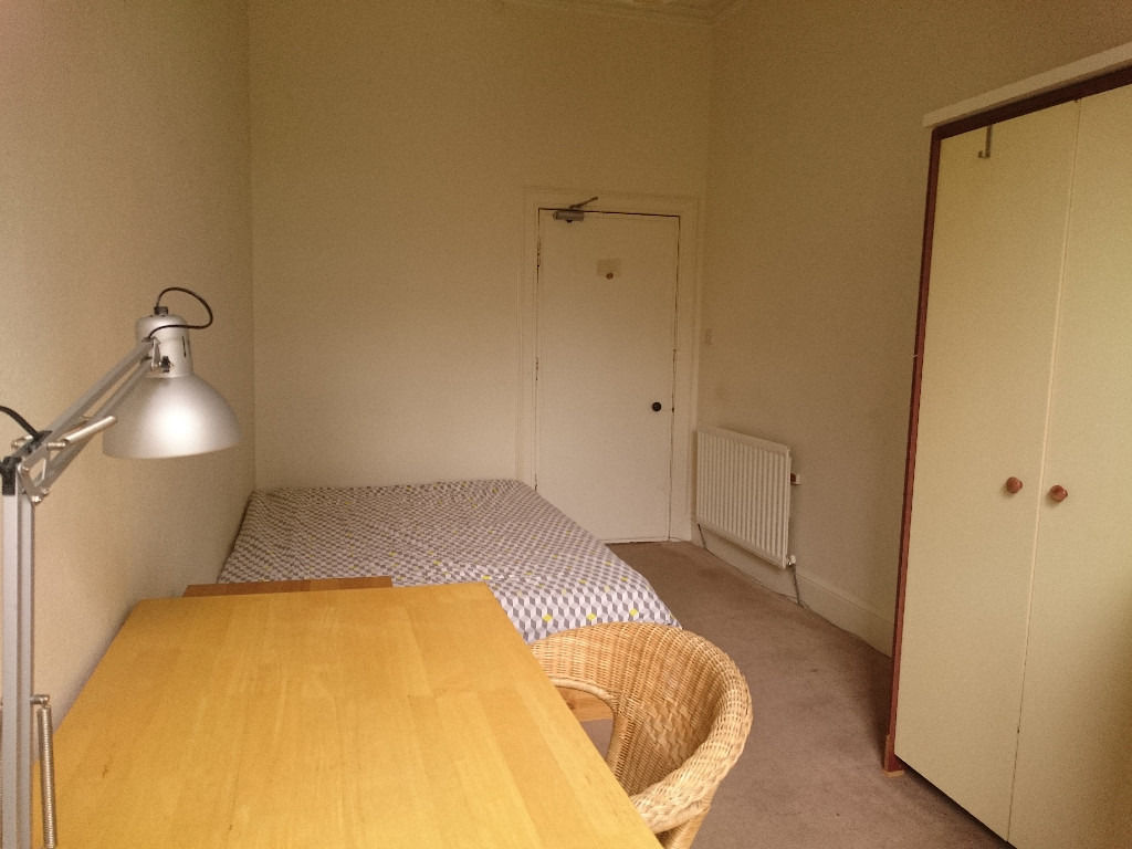 Double room in a friendly flatshare (Festival)