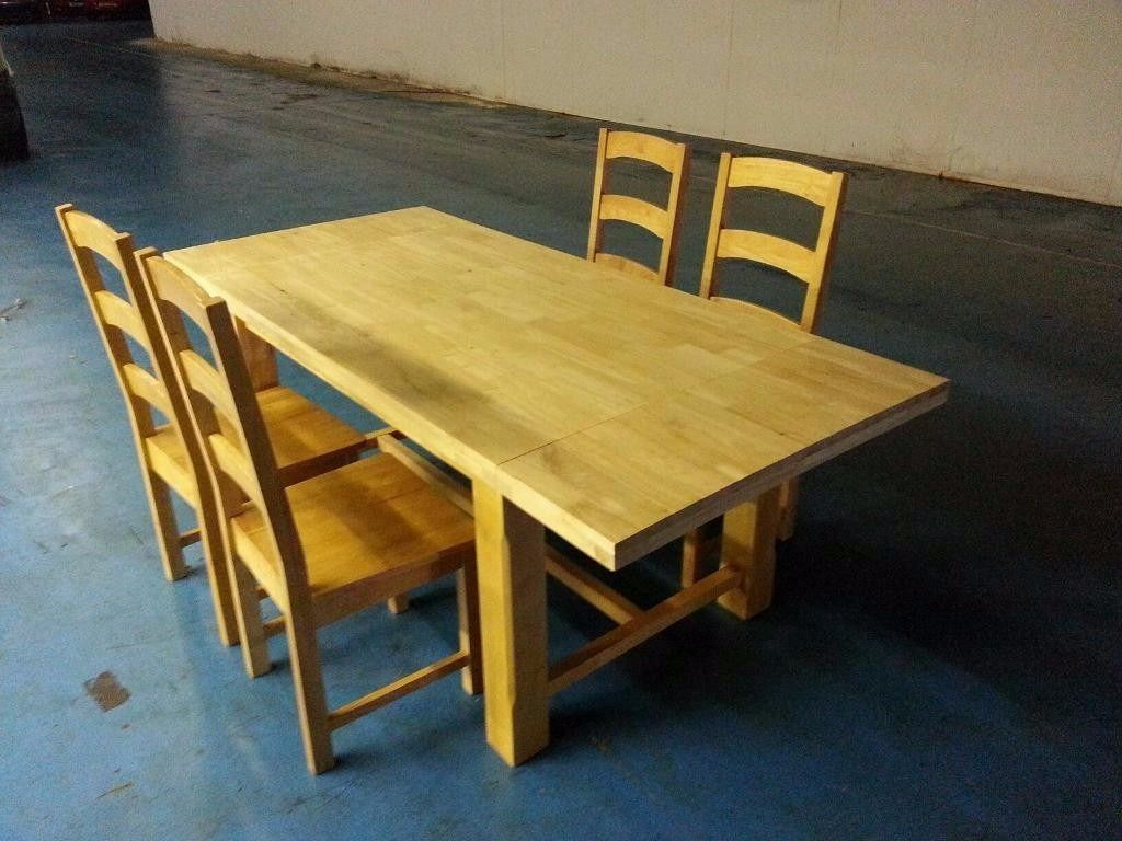 SOLID OAK EXTENDABLE DINING TABLE + 4 OAK CHAIRS (ITEM 7)