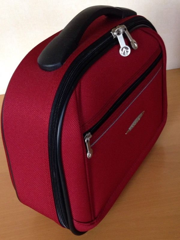 TRIPP VANITY CASE/HOLDALL DARK RED/WINE, USED 1 HOLIDAY, EXCELLENT CLEAN CONDITION
