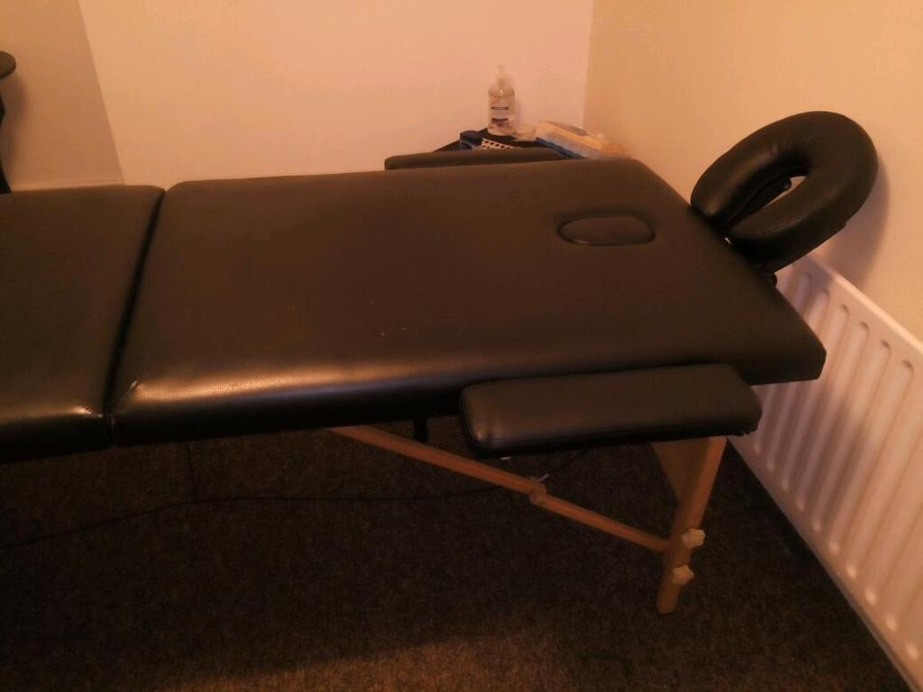 Massage table/bed