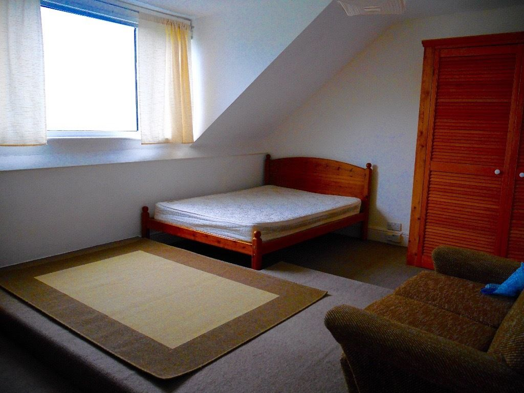 Spacious, light, double room to rent in Vege, Non Smoking Household.