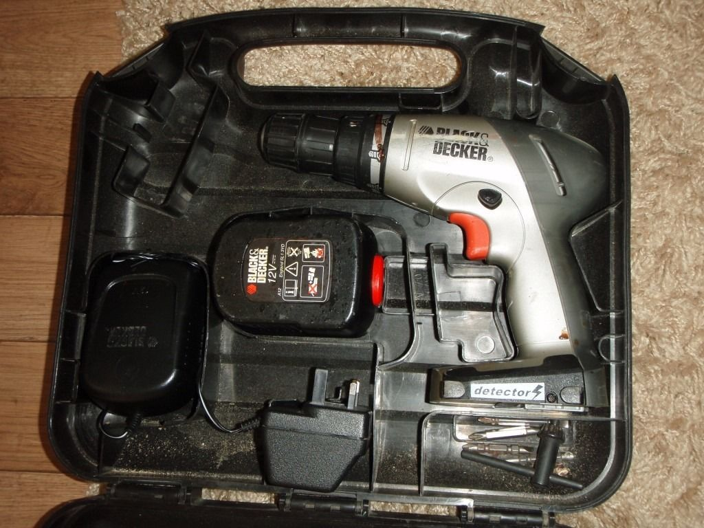 Black and Decker Drill with electric and brick detector