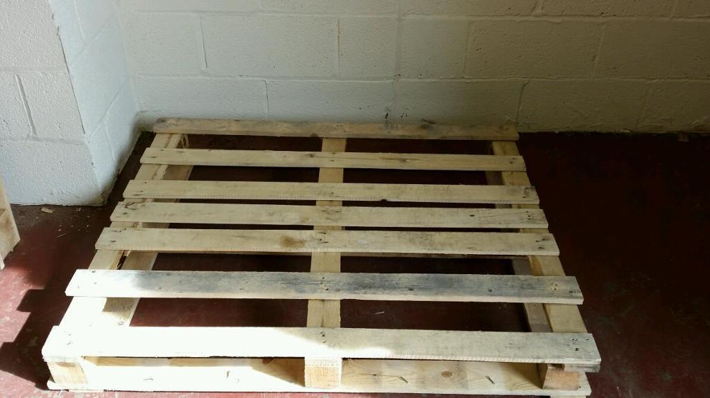 WANTED WOODEN PALLETS.