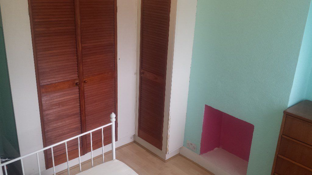 very nice and tidy room to let near by seven sister under ground