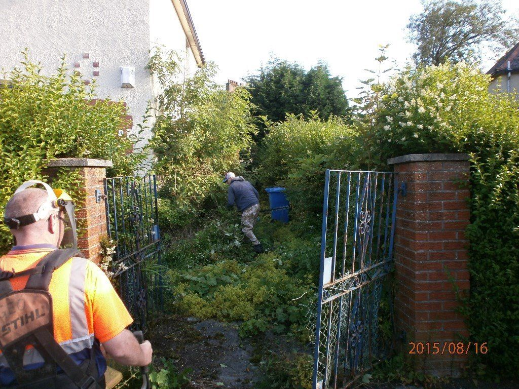Garden Tidy ups, Fence Erected,Decorative Stones,Bark,Turf Laid,All areas coveredwaste removed by us