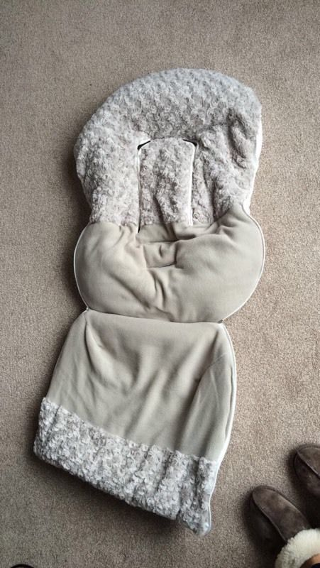 Cosy toes for car seat