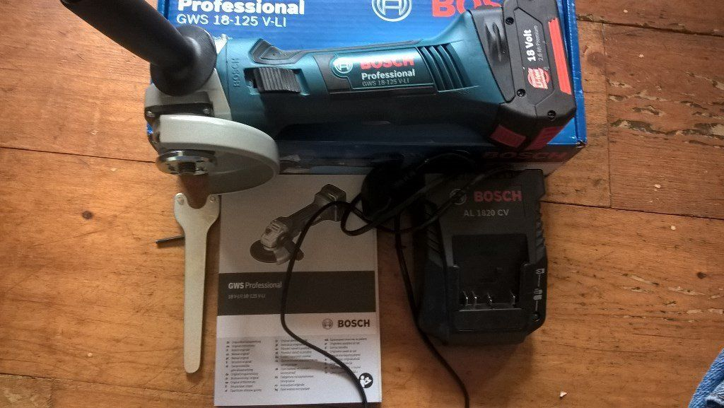 NEW BOSCH GWS 18 VOLT LITHIUM 18-125 V-LI GRINDER 1 X USED BATTERY AND CHARGER