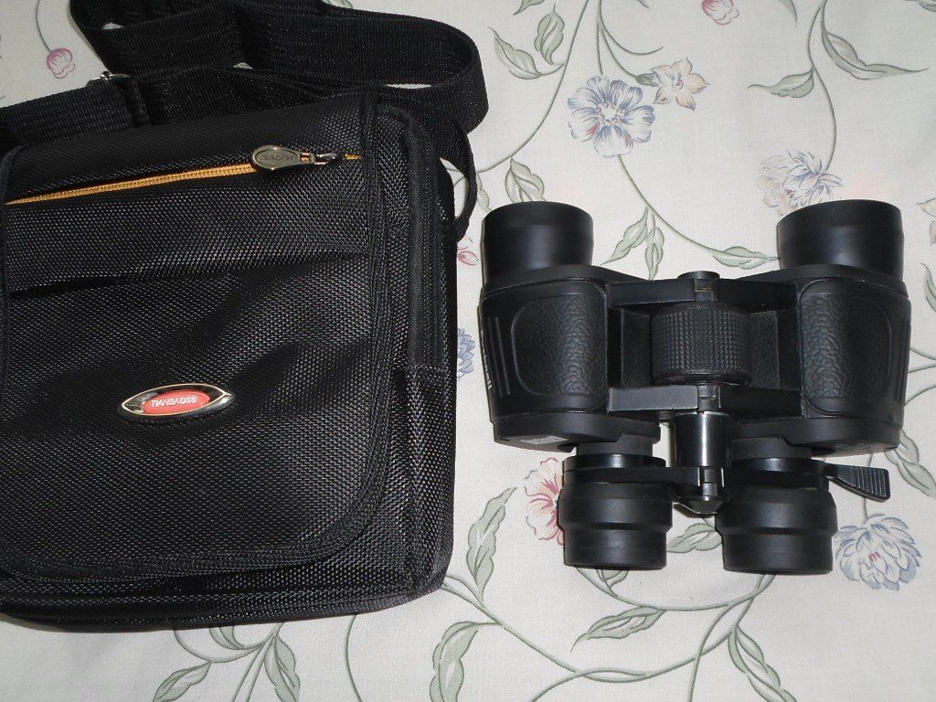 bushnell zoom binoculars 10-50x50 never used with case and carrying strap