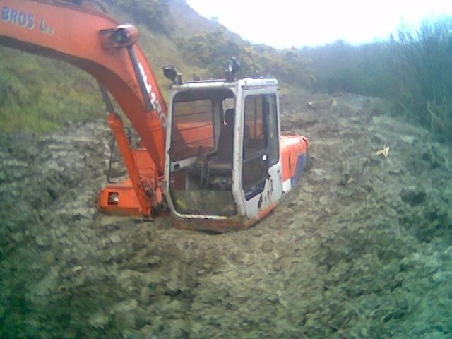 Hitachi Komatsu Kobelco digger for sale! Call if you have???