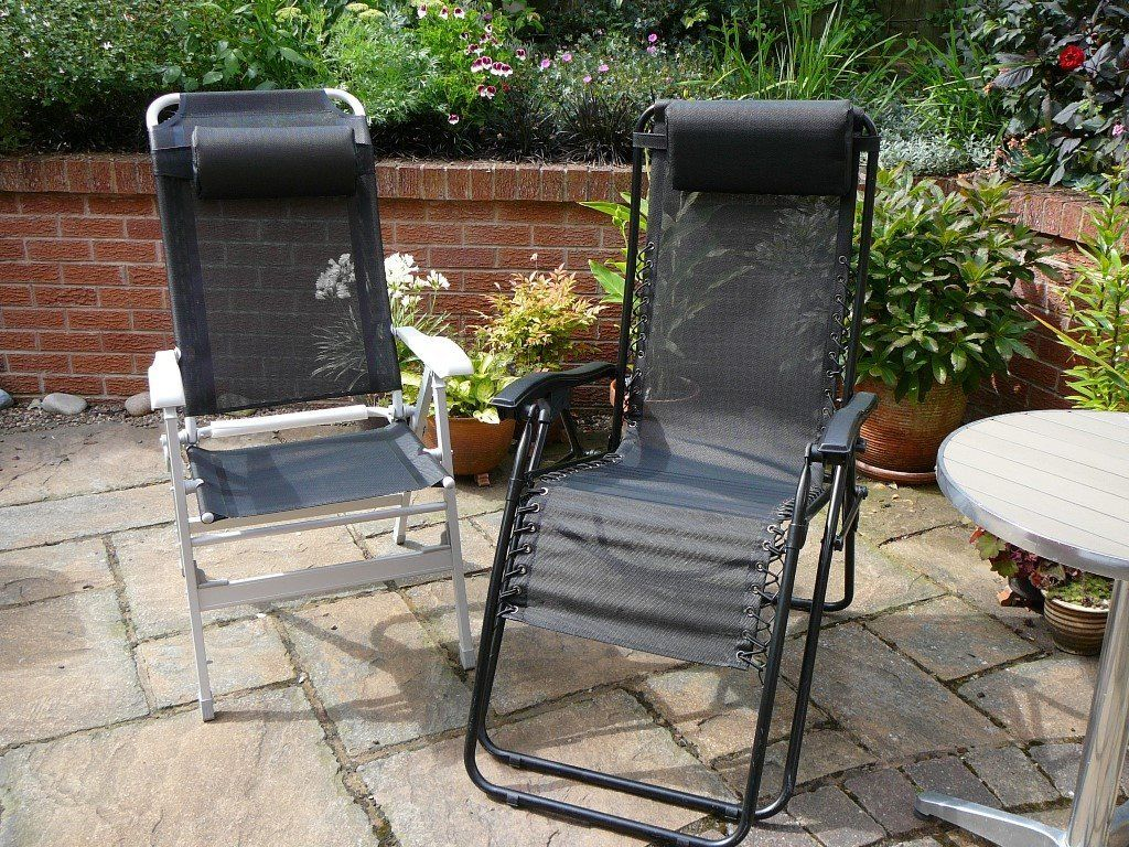 2 FOLDING & RECLINING GARDEN/CAMPING CHAIRS. Hardly used and in very good condition