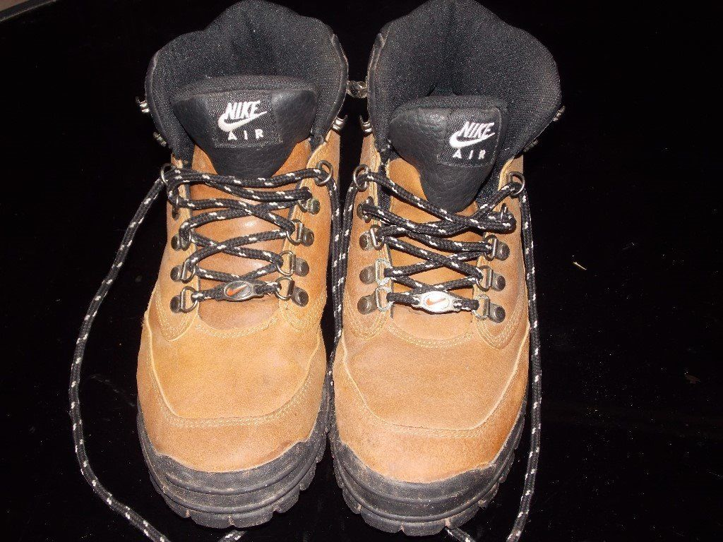 ladies,(nike)hiking boots size 6.5
