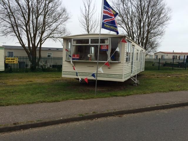 Static Caravan Clacton-on-Sea Essex 3 Bedrooms 8 Berth Carnaby Belvedere 2003