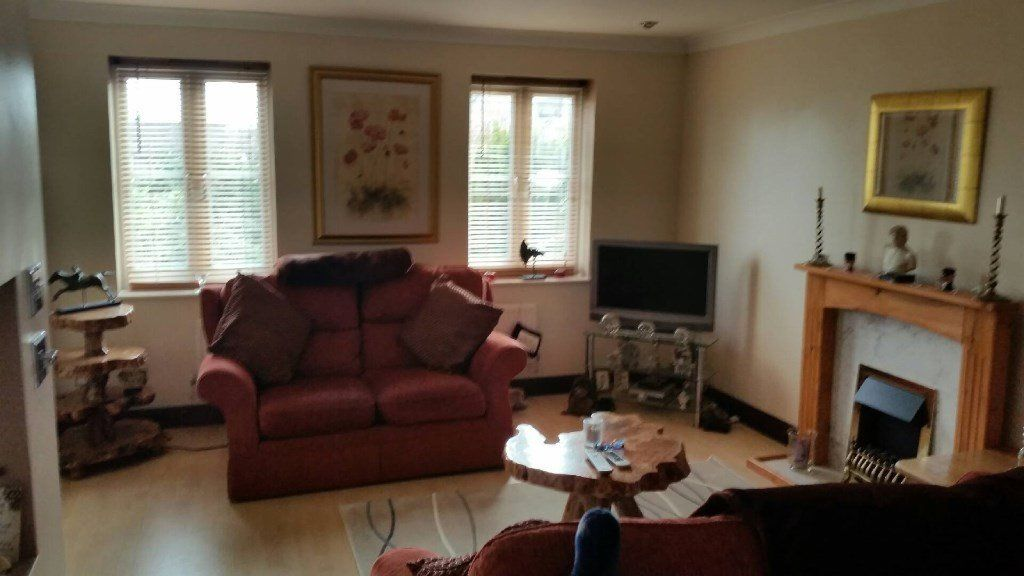 Modern townhouse has sunny double room available