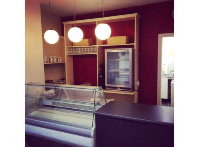 Small cafe and coffee shop to rent