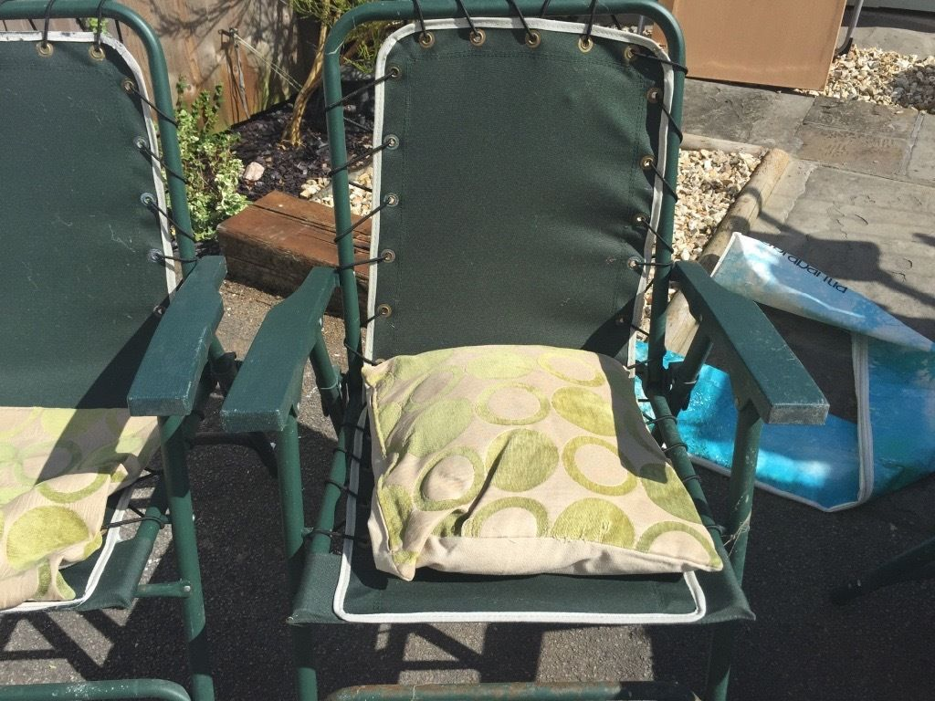 4 folding chairs with cushions