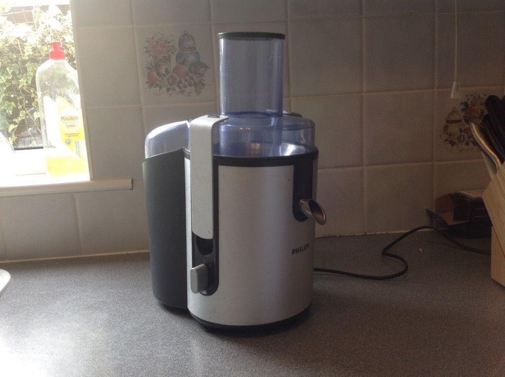 Philips Juicer with Jug and Recipe book
