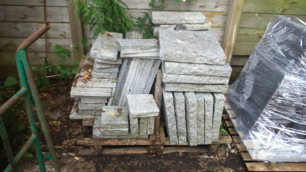 Granite paving slabs bundle; Approx 49 slabs