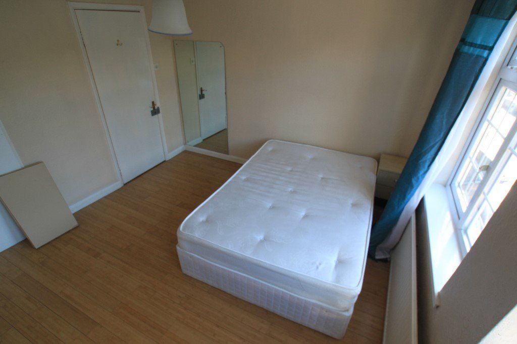 N. TWIN ROOM IN A FLAT **ALL INCLUSIVE **BRICK LANE **ZONE 1 *LIVING ROOM *FIRST WEEK FREE
