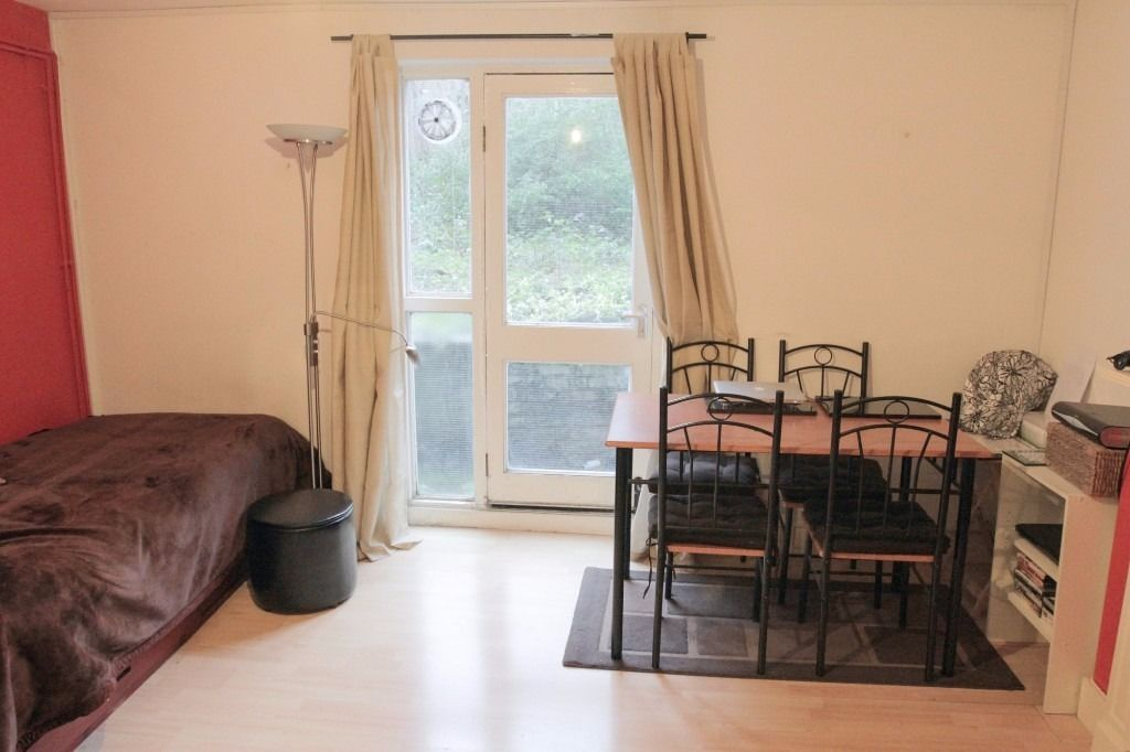 MUTUAL EXCHANGE 2 BEDROOM GARDEN FLAT with RTB want 2 BEDROOM